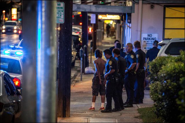 Honolulu police street arrest