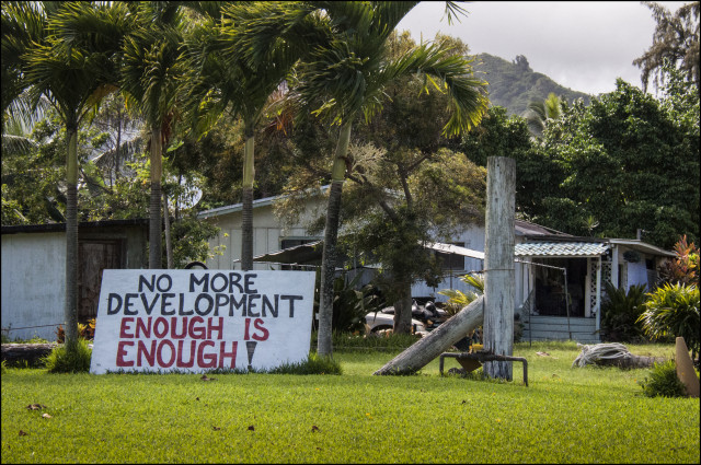Anti-growth sign Laie May 2014
