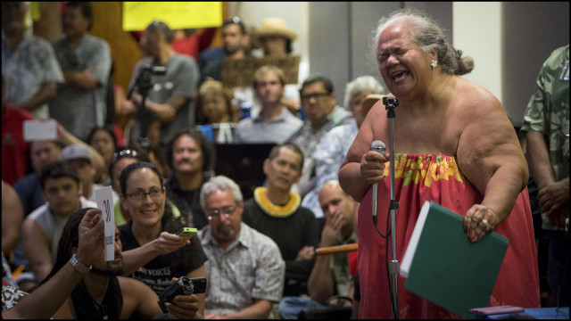 Leona Kalima lets a Department of the Interior panel know her feelings during a public meeting on whether the United States should establish a government-to-government relationship with Hawaii's indigenous community held at the Hawaii State Capitol auditorium on June 23, 2014