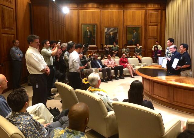 Abercrombie bill signing June 30, 2014