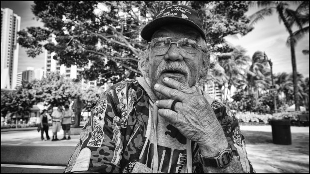 LeadCrop Bill Warren homeless Waikiki black & white