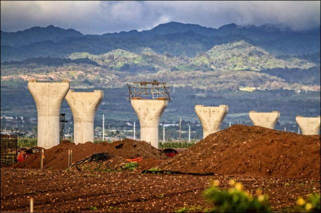 Honolulu rail project columns