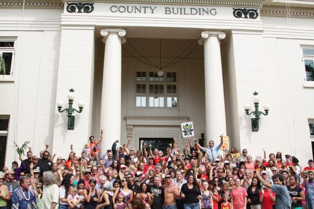 Kauai Bill 2491 override - supporters on steps