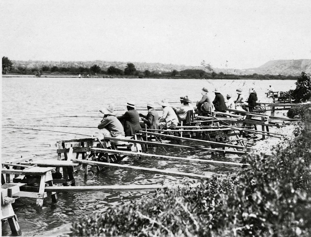 Ala Wai canal, fishermen