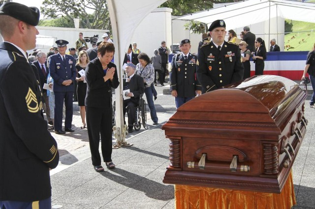 Hanabusa paying her respects to the late Dan Inouye at Punchbowl Cemetery, December 2012.