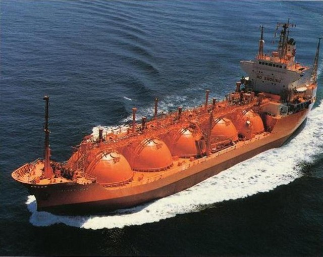 natural gas tanker