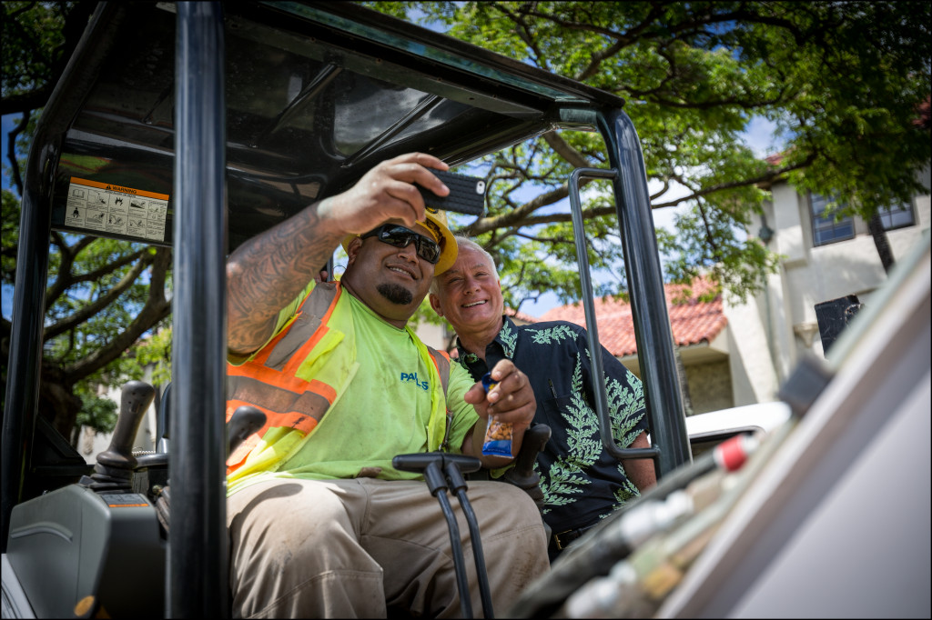 Mayor Kirk Caldwell gets in on a selfie with a construction worker on the grounds of Honolulu Hale before going across the street to endorse Gov. Neil Abercrombie's re-election bid campaign Monday.