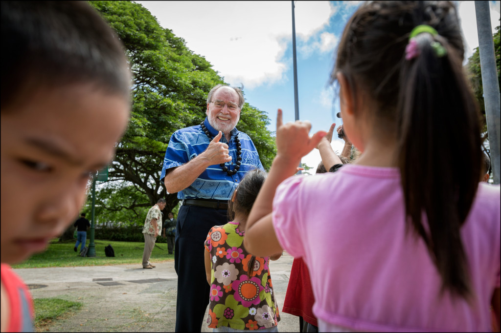 Gov. Neil Abercrombie interacts with schoolchildren before being endorsed by Mayor Kirk Caldwell. The governor and mayor were waiting for a replacement camera from KITV to arrive to start a news conference Monday.