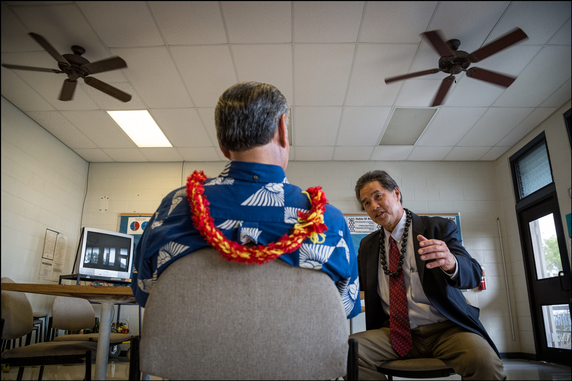 Ige and Sen. Clayton Hee swap campaign stories in a faculty lounge at Kealakehe High School before their respective debates for governor and lieutenant governor. Both are challenging better-funded incumbents.