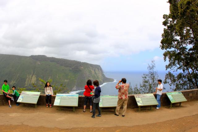 Tourists and Waipi'o Valley Lookout area