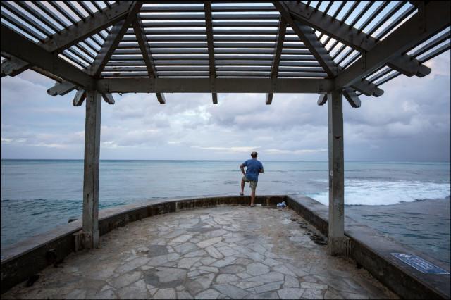 THE PROJECTOR 8.8.14 Waikiki tropical storm man waiting 8.8.14