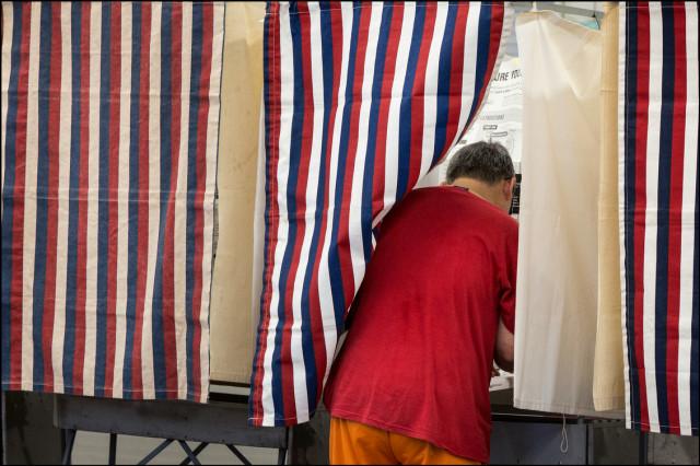 Man casting his ballot at Kalani High School Primary Day 8.9.14