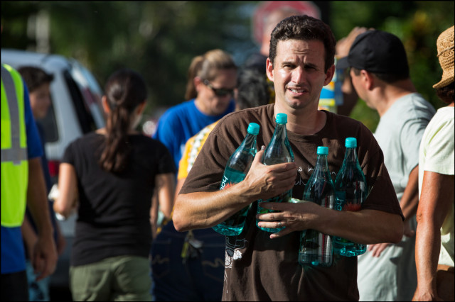 Sen. Brian Schatz helps with water distribution in the hard hit Nanawale Estates area of Puna on August 11, 2014