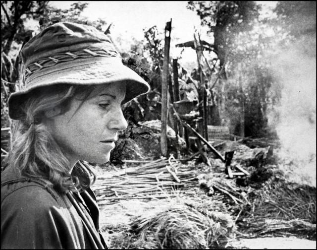 Reporter Denby Fawcett with Danang patrol in Vietnam War