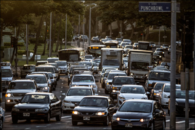 Morning traffic on South Beretania at the Punchbowl St. intersection. 1.9.14 ©PF Bentley/Civil Beat