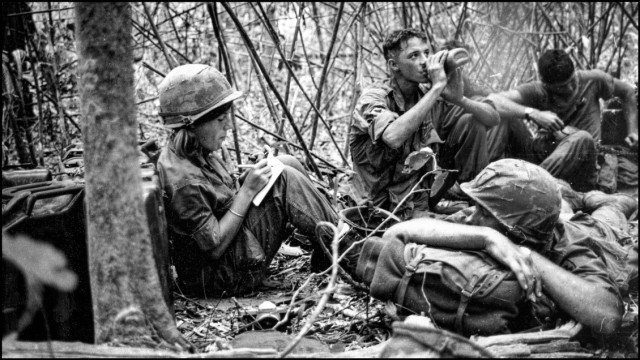 Reporter Denby Fawcett with soldiers during Vietnam War