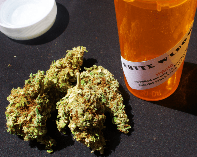Applicants to open dispensaries under Hawaii's new medical marijuana law are finding it tough to get legal advice, due to a new legal opinion saying they could be charged with violating professional ethics rules if they do.