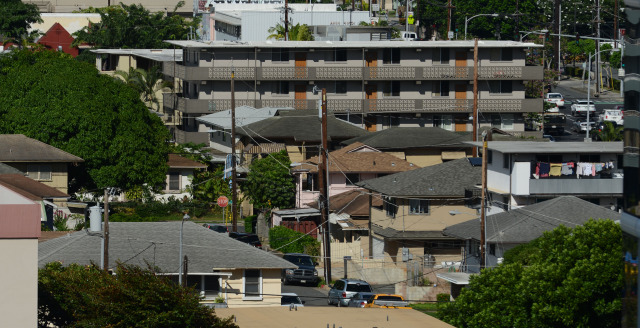 View of buildings near Piikoi Street and King Street areas featuring walk up apartments. ERIC PAPE STORY. 13 NOV 2014. photograph by Cory Lum.