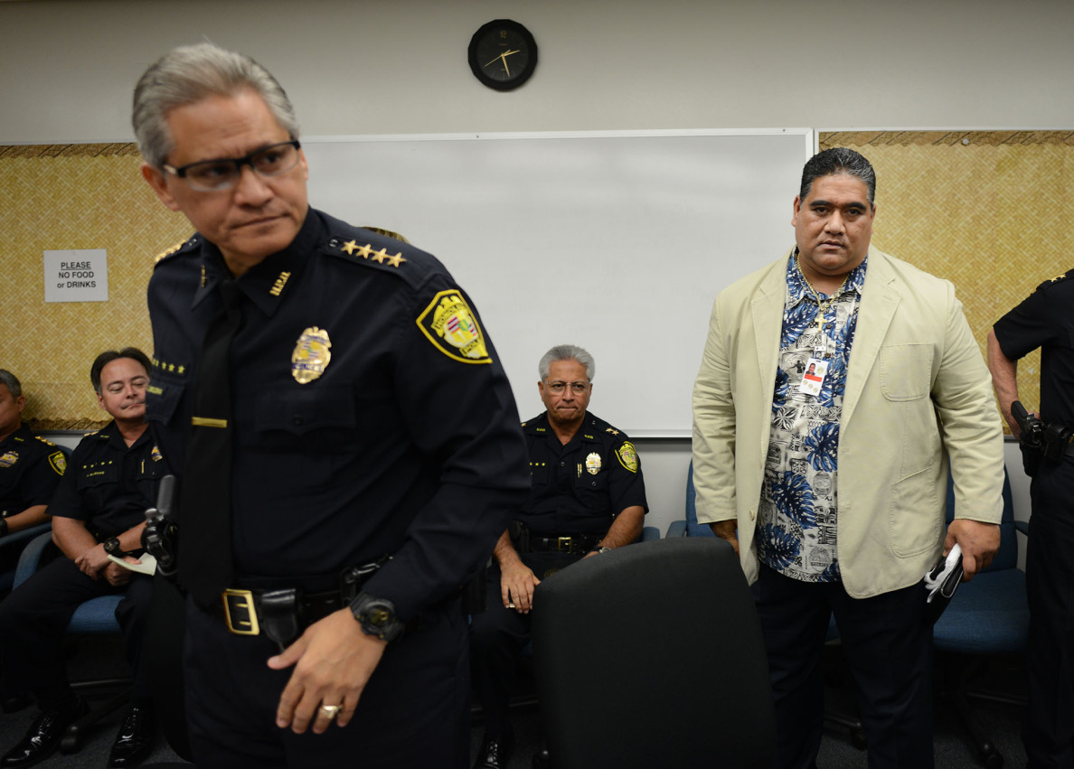 Honolulu Police Department Union President Tenari Ma'afala looks on before Honolulu Police Commission went into executive session with HPD Chief Louis Kealoha at left.  Cory Lum/Civil Beat