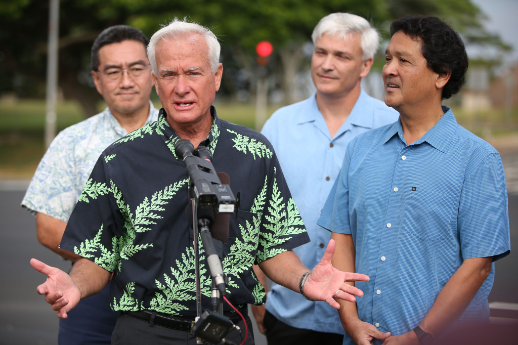 Mayor Kirk Caldwell gives press conference near the intersection of Anania street and Meheula Parkway.  30dec2014. photograph Cory Lum/Civil Beat