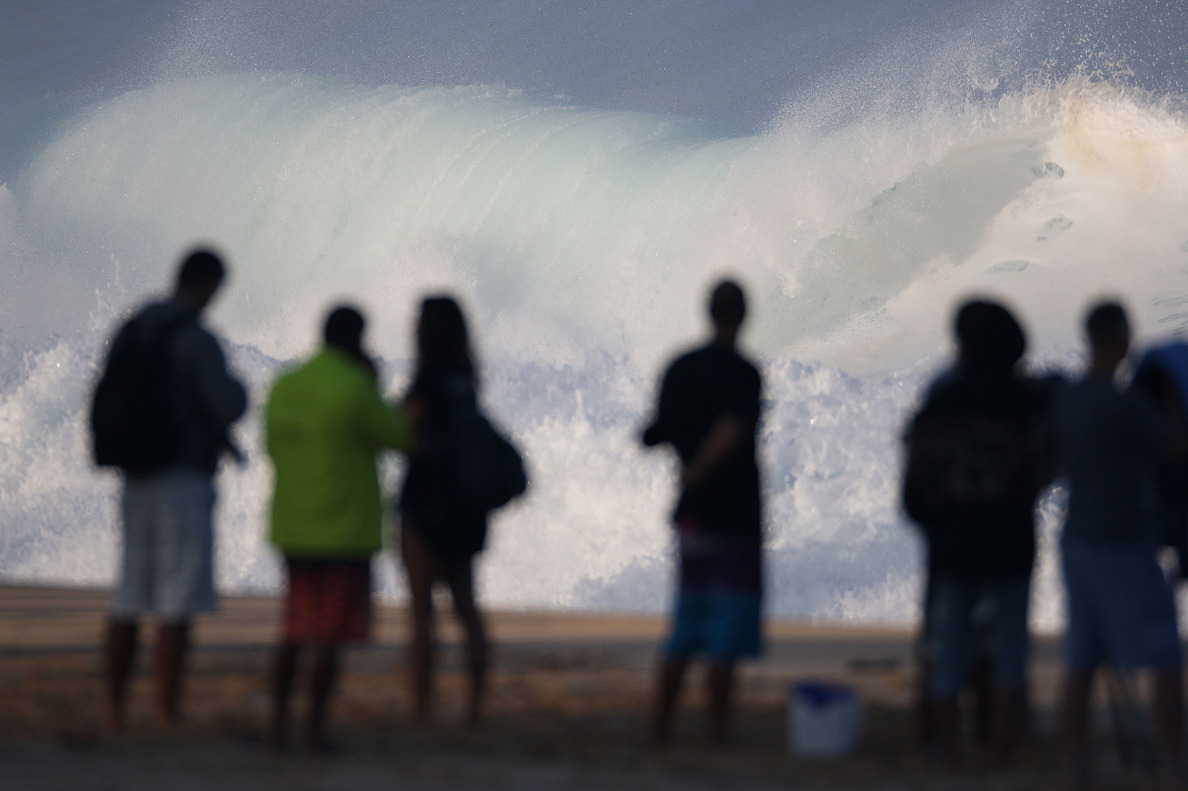 Beachgoers enjoy large surf at the Banzai Pipeline. 10 dec 2014. photograph Cory Lum