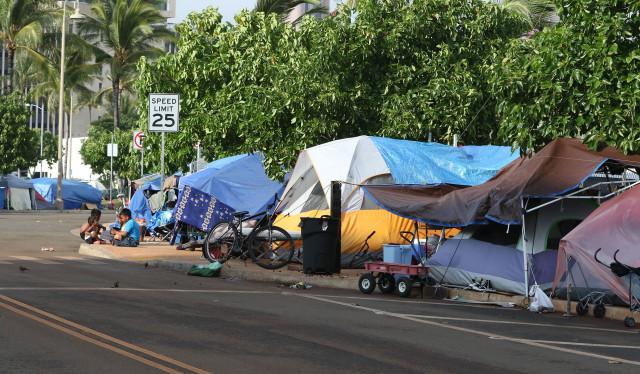 Tents line the sidewalks at Ohe Street near Waterfront Park in Kakaako.  30dec2014 . photograph Cory Lum/Civil Beat
