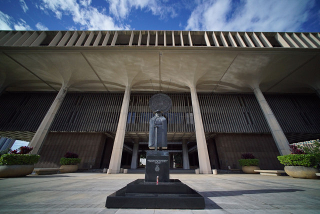 Hawaii State Capitol building w/ Father Damien Statue. 2 jan 2015. photograph Cory Lum/Civil Beat