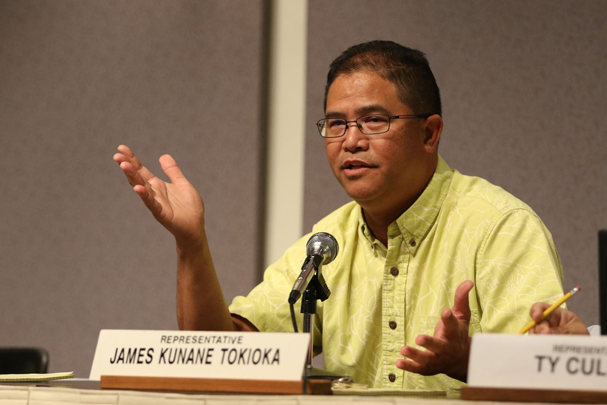 Rep. James Kunane Tokioka questions Caldwell about the proposal to fiscally bail out the rail project.