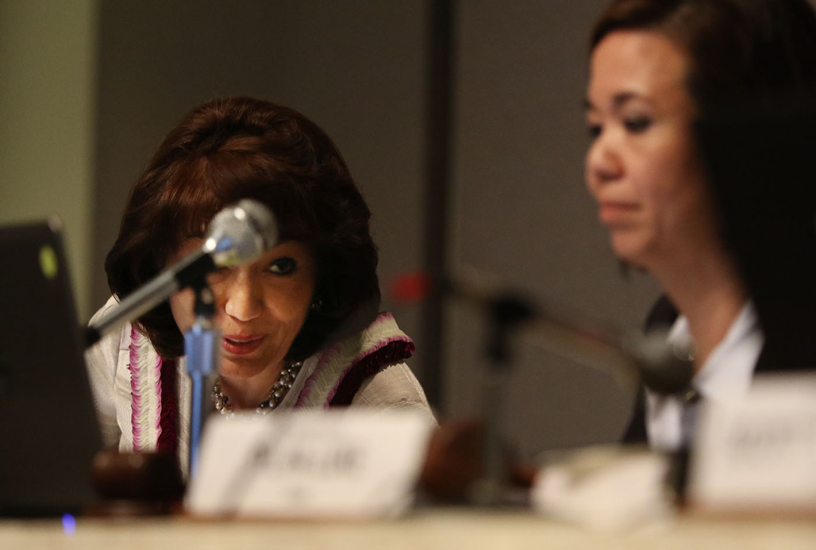 Senate President Donna Mercado Kim, left, speaks to Senate Ways and Means Committee Chair Jill Tokuda during the mayoral briefing.