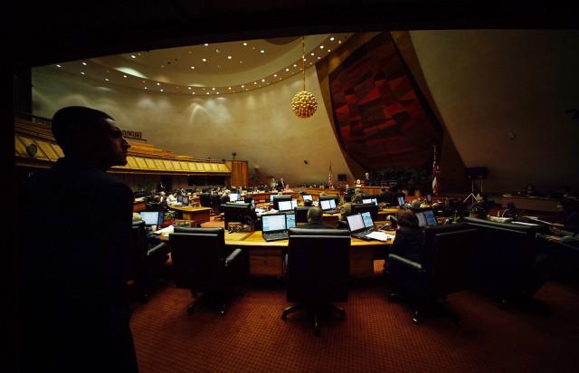 Speaker Joe Souki address lawmakers during session.  18 feb 2015. photograph Cory Lum/Civil Beat