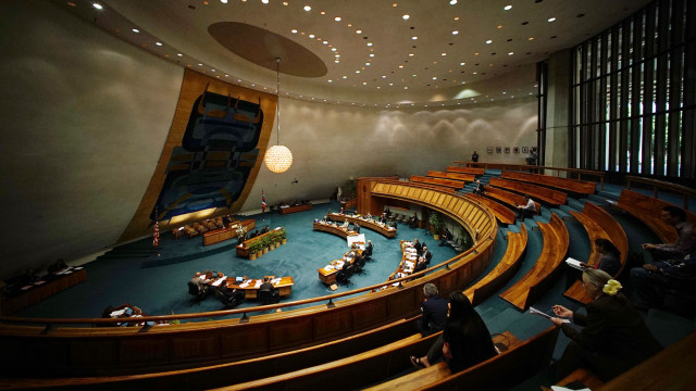 Senate tackles many bills as Senate President Donna Mercado Kim calls for voting with empty gallery.  10 march 2015. photograph Cory Lum/Civil Beat