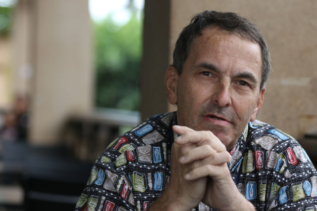 Veteran Robert Ciano in Kapolei. Rui story. 19 march 2015. photograph Cory Lum/Civil Beat