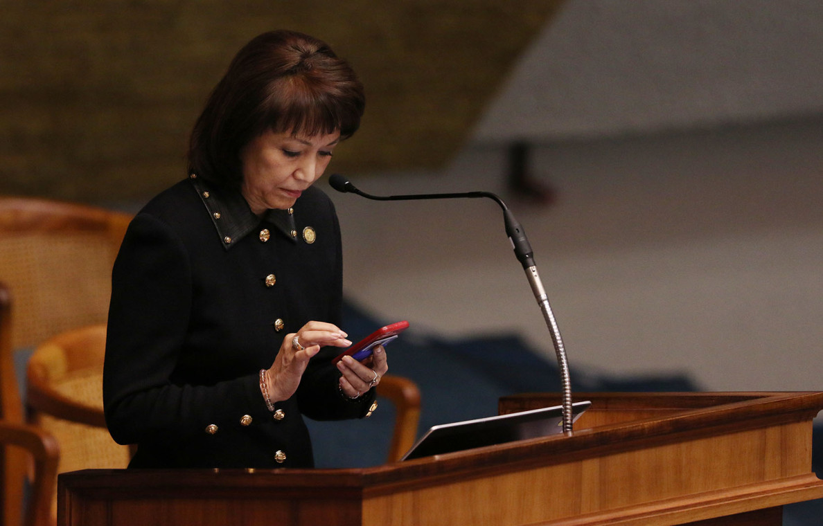 Kim taps out a text while Sen. Lorraine Inouye addresses the Senate after the announcement of Ige's withdrawal of the Ching nomination. The governor said he took the action when it became apparent there weren't enough votes to confirm Ching.