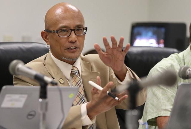 Senator Will Espero gestures during a hearing on Hawaiian Homelands. 24 march 2015. photograph Cory Lum/Civil Beat
