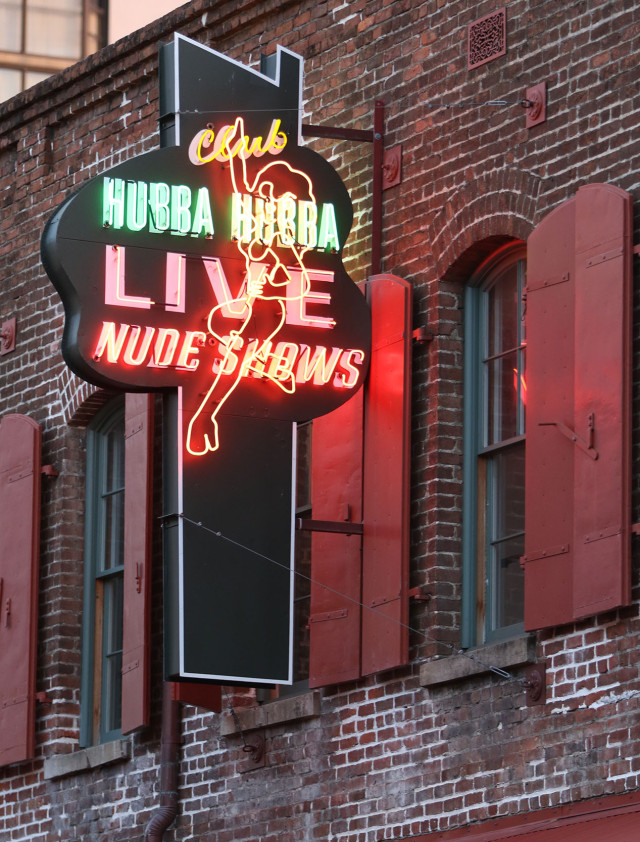 Neon sign. Hubba Hubba.  26 march 2015. photograph Cory Lum/Civil Beat