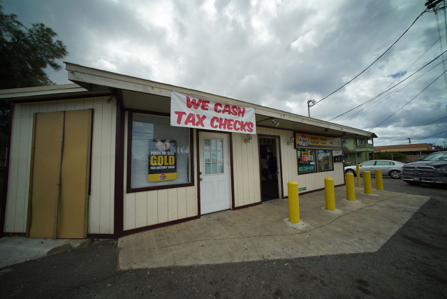 Payday lending shop along Farrington Highway. 21 march 2015. photograph Cory Lum/Civil Beat