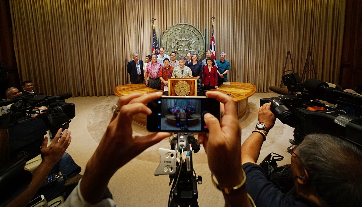 Gov. Ige draws a crowd as he announces a revised deal to preserve land at the Turtle Bay Resort on the North Shore.