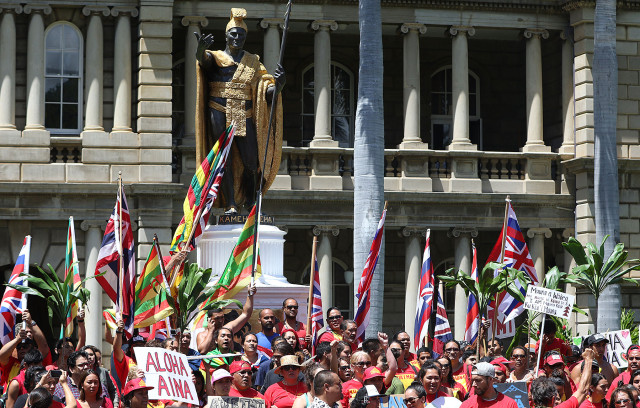 Mauna Kea demonstrators group around the King Kamehameha statue fronting Aliiolani Hale before heading to the governors office at the Capitol.  21 april 2015. photograph Cory Lum/Civil Beat