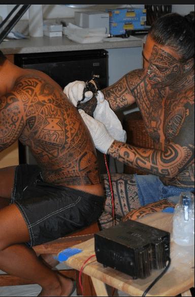 Tihoti Faara Barff, tattoo artist from Tahiti