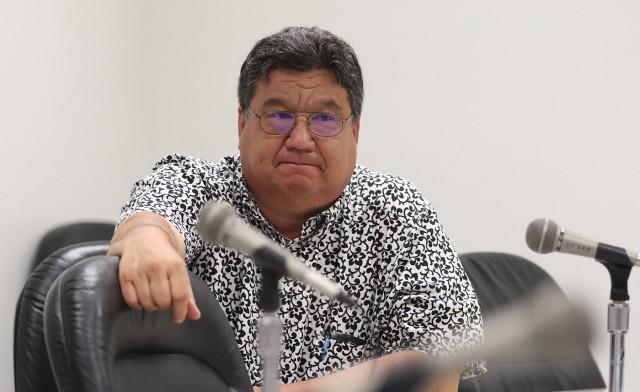 Sen. Ronald Kouchi during marijuana hearing. 27 april 2015. photograph Cory Lum/Civil Beat