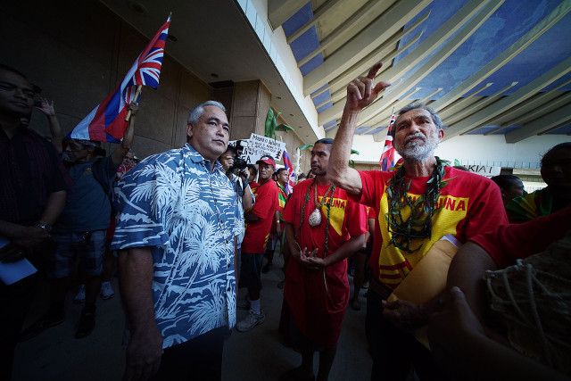 Governor Ige's chief of Staff Mike McCartney speaks with Walter Ritte outside the Governor's office. 21 april 2015. photograph Cory Lum/Civil Beat