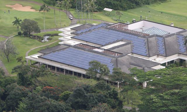 photovoltaic solar electric panels . HEI. 8 april 2015. photograph Cory Lum/Civil Beat