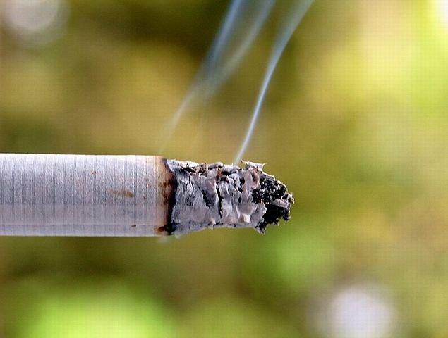 635px-Cigarette_smoke