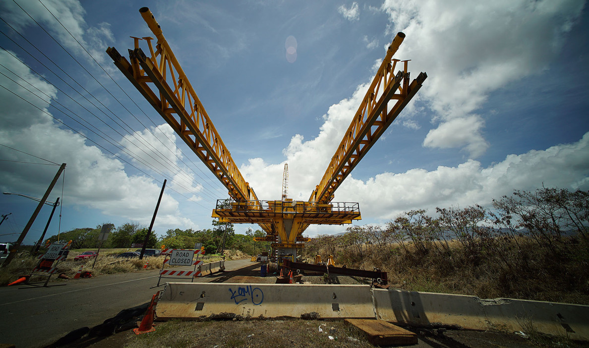 Cranes and other machines as the guideway heads towards Waipahu.  18 may 2015. photograph Cory Lum/Civil Beat