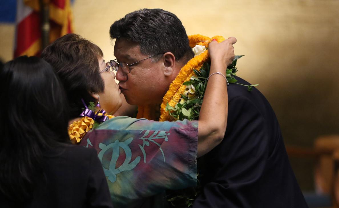 Newly installed Senate President Ron Kouchi kisses his wife, Joy Kouchi, shortly before the Senate adjourns Thursday.