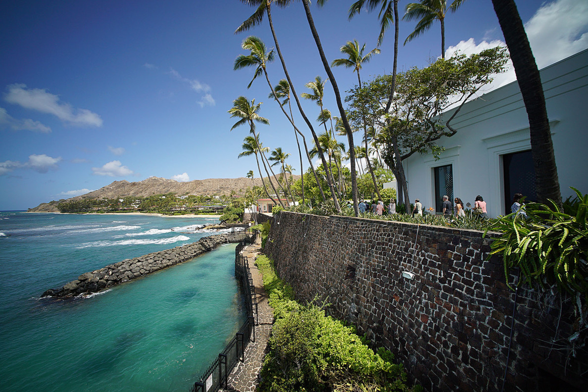 Visitors enjoy the tour of Shangrila with view of the wall/fence/pool. 13 may 2015. photograph Cory Lum/Civil Beat