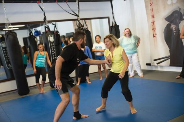 """""""Hawaii Five-O"""" actor Alex O'Loughlin teaches self defense"""
