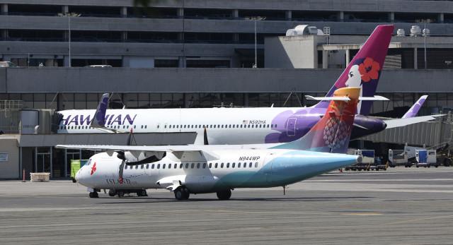 Island Air and Hawaiian airlines aircraft sit near the Honolulu Interisland Terminal. Airport. 22 june 2015. photograph Cory Lum/Civil Beat
