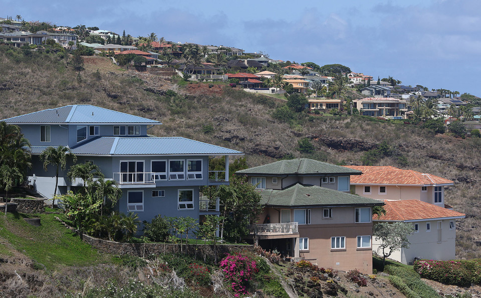 Foreground, Homes along Laukahi Street with Hawaii Loa Ridge homes background. 8 june 2015. photograph Cory Lum/Civil Beat