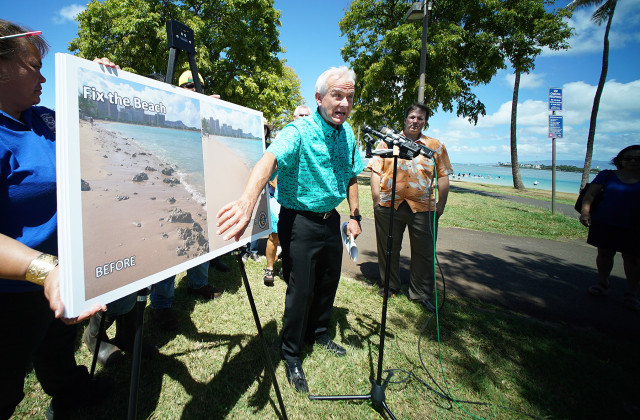 Mayor Kirk Caldwell points to a photograph outlining fixing the beach addressing Ala Moana's Master Plan update at Magic Island. 15 july 2015. photograph Cory Lum/Civil Beat